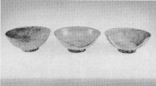 Figure 1.引き揚げられた3点の白磁碗