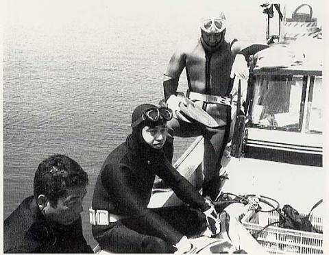 Fig.11 潜水調査準備風景